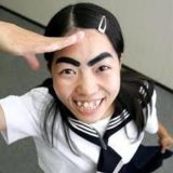 安室奈美恵がイモトアヤコの太眉メイク!25周年パンフレットがやばい!